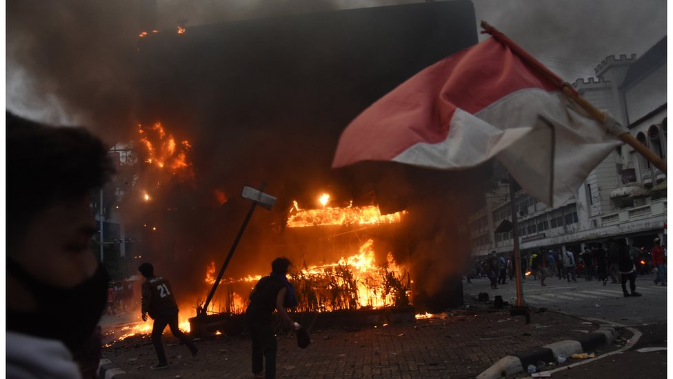 Uu Cipta Kerja Lebih Dari Seribu Orang Di Berbagai Provinsi Ditangkap Usai Unjuk Rasa Menentang Omnibus Law Polisi Dituding Antidemokrasi Bbc News Indonesia