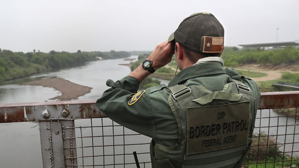 'Build that wall' says border resident