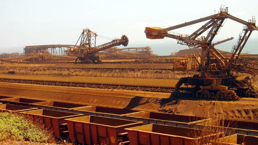 La economía de Australia depende en gran medida de los precios mundiales de las materias primas.