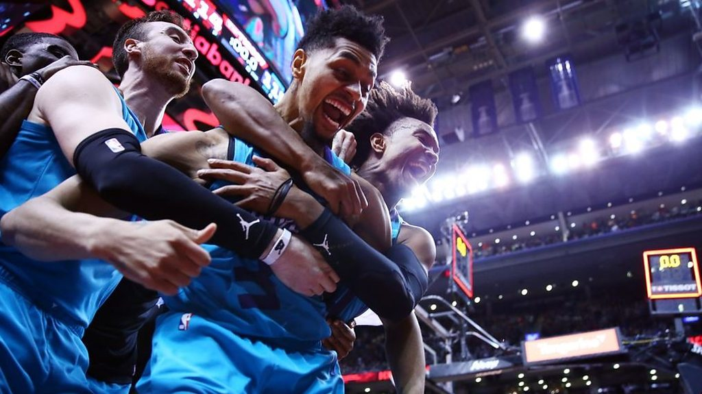 Jeremy Lamb: Hornets guard lands half-court buzzer beater