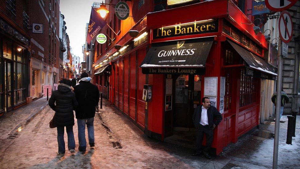 """El nombre de este pub en Irlanda, """"El Banquero"""", refleja como los bares sustituyeron esas instituciones financieras."""