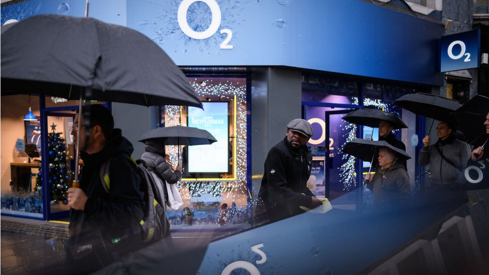 O2 'to seek millions' in damages over data outage