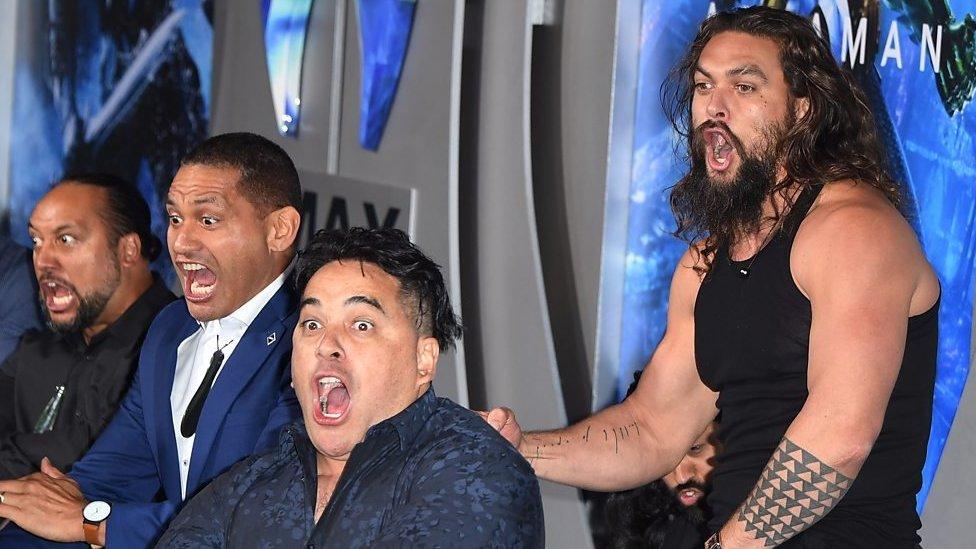 Aquaman: Jason Momoa performs haka at premiere