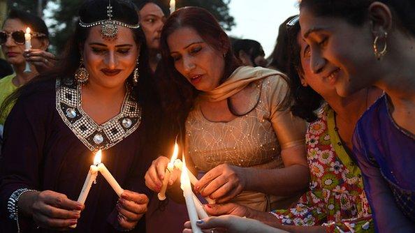 پاکستان نرښځي حاجیانو سره مرستې لپاره سعودي ته استوي