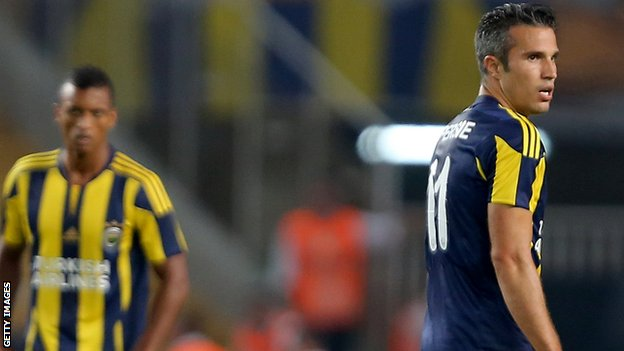 Fenerbahce star striker Robin van Persie (right)