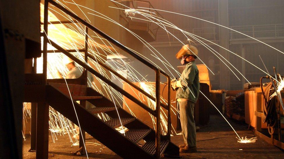 El número de trabajadores en la industria del acero de Estados Unidos se redujo en 50.000 entre 2000 y 2016.