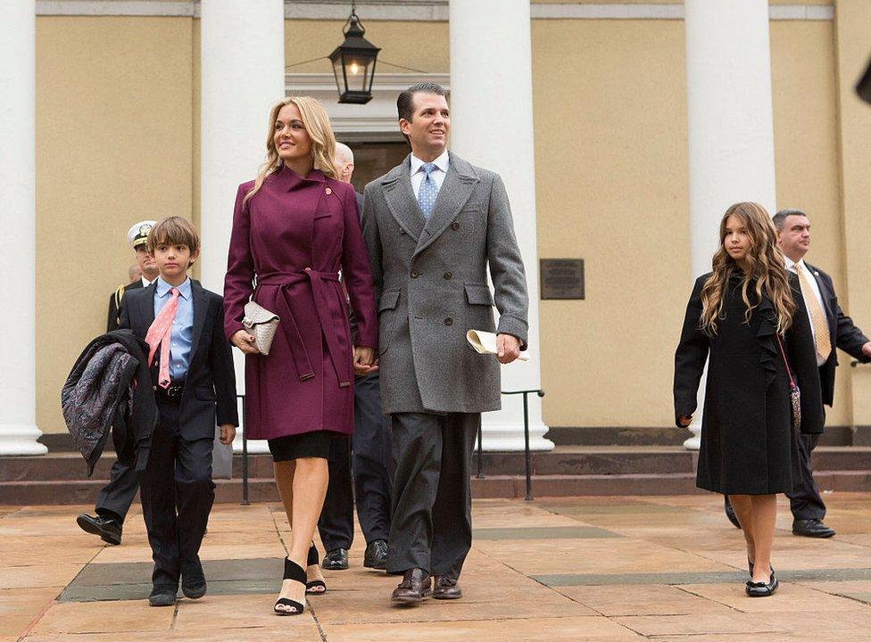 Donald Trump Jr. con su esposa, la exmodelo estadounidense Vanessa Kay Haydon, y dos de los cinco hijos de ambos.