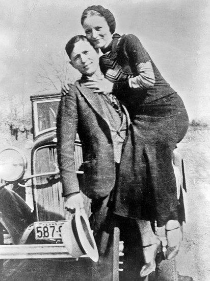 En algunos casos de hibristofilia extrema y activa las mujeres pueden llegar a ser cómplices de los crímenes de sus amantes, por eso a veces se conoce a esta parafilia como el síndrome de Bonnie&Clyde. Bonnie no dejó de escribirle cartas de amor a Clyde mientras estuvo recluido en la prisión de Eastham State Farm, en Texas.