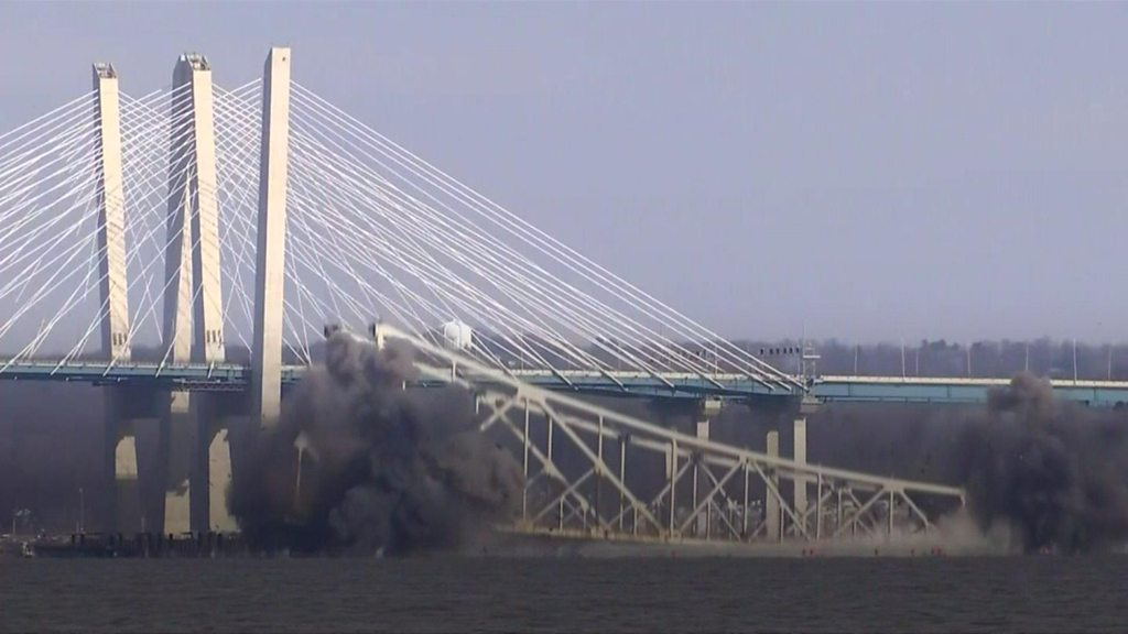 Part of New York's old Tappan Zee Bridge demolished
