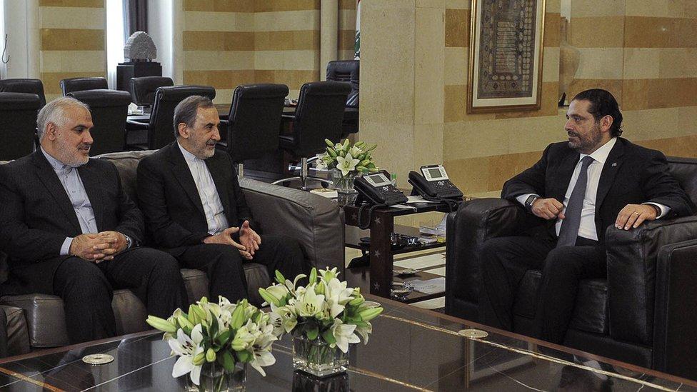 الحريري خلال اجتماعه بعلي أكبر ولايتي (في المنتصف) مستشار الشؤون الخارجية الإيراني