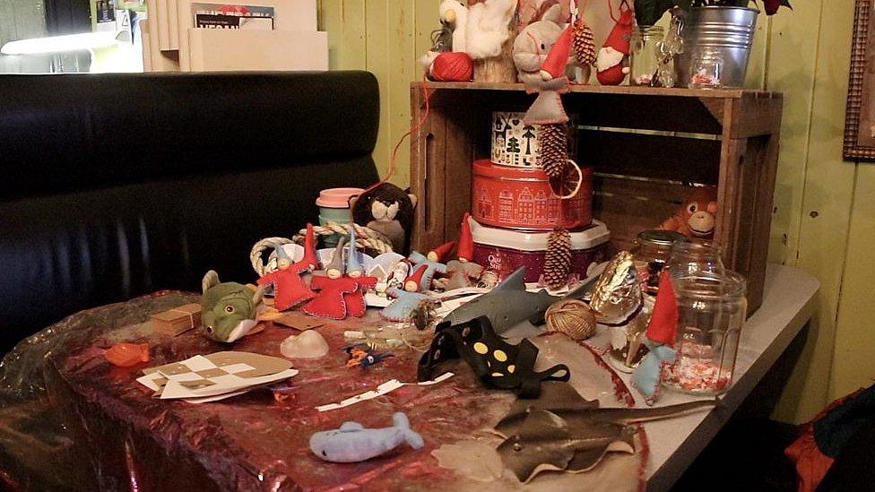Christmas plastic workshop to help reduce festive waste