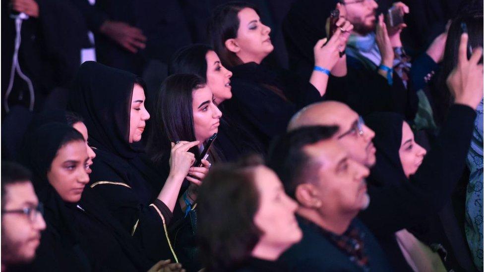 في السعودية: جدل حول أول مسرحية مختلطة الممثلين والجمهور