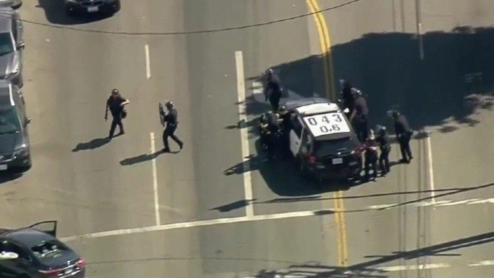 Suspected gunman barricaded in LA shop | BBC