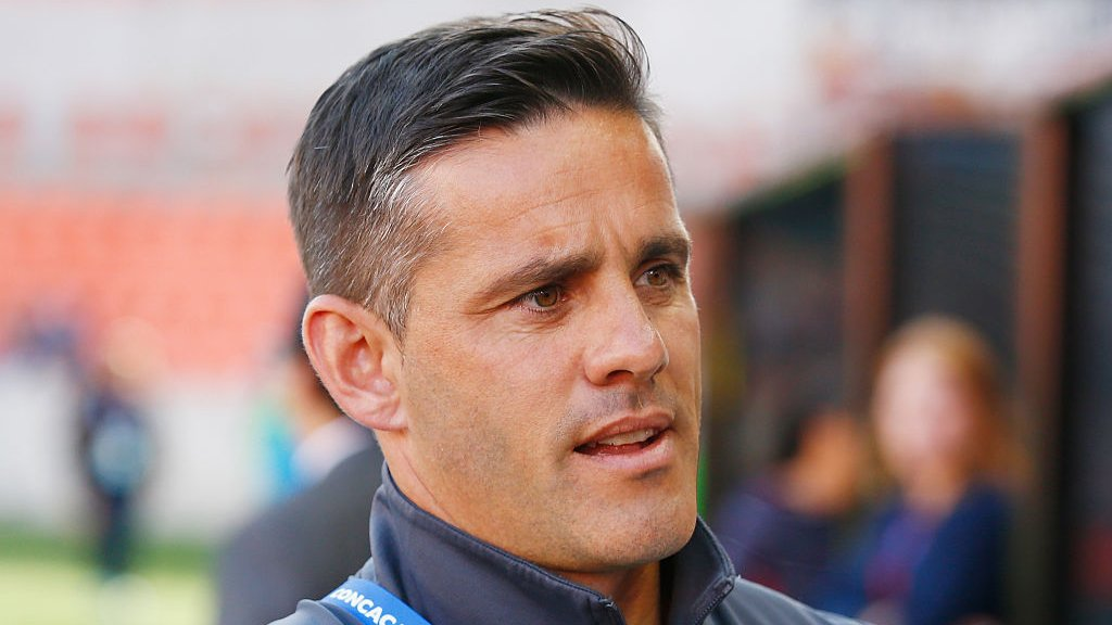 Englishman Herdman leaves Canada women's team to lead men's side