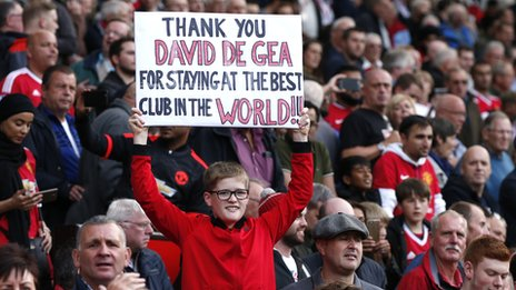 2015/16 Premier League - Page 5 _85514548_de_gea_sign_reuters