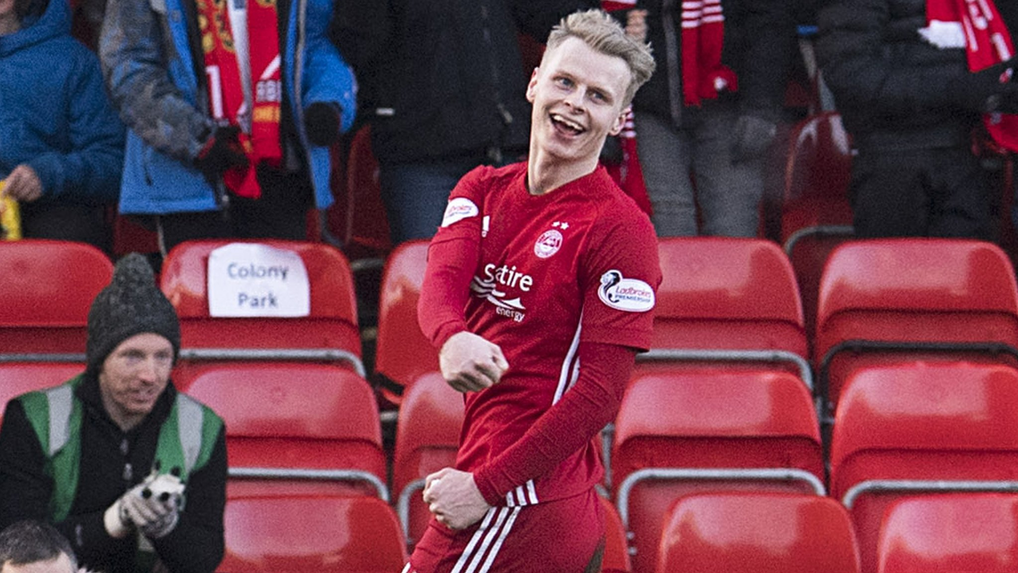 Mackay-Steven hat-trick as Aberdeen see off Hibs