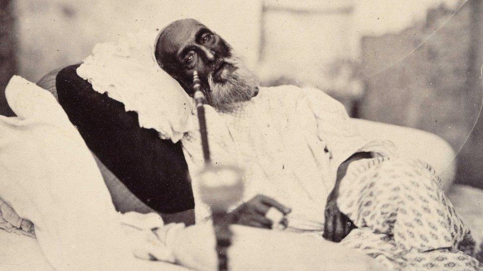 শেষ মোগল সম্রাট বাহাদুর শাহ্ জাফরের কবর যেভাবে পাওয়া গিয়েছিল মিয়ানমারের  ইয়াঙ্গনে - BBC News বাংলা