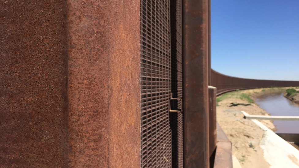 US border residents take sides on the wall