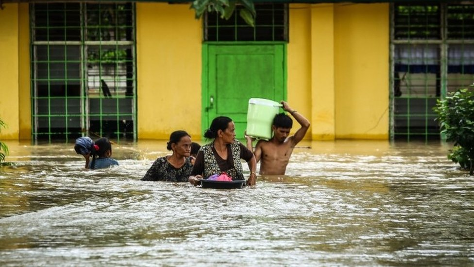 Residents evacuate to a safer place in Kabacan, North Cotabato, on the southern island of Mindanao on December 23, 2017,