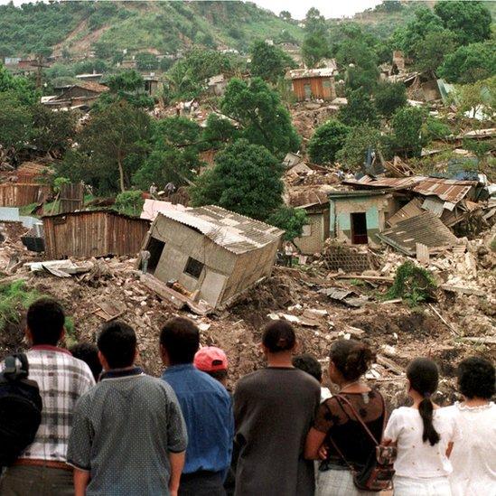 Miles de hondureños recibieron un estatus migratorio especial en Estados Unidos tras el paso del huracán Mitch.