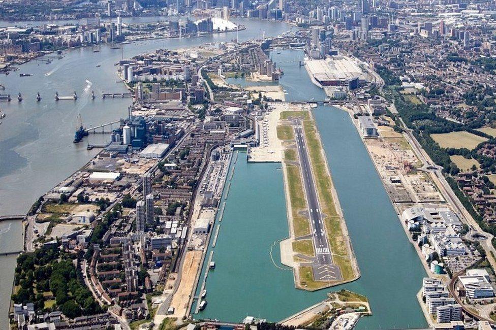 صورة جوية للمطار