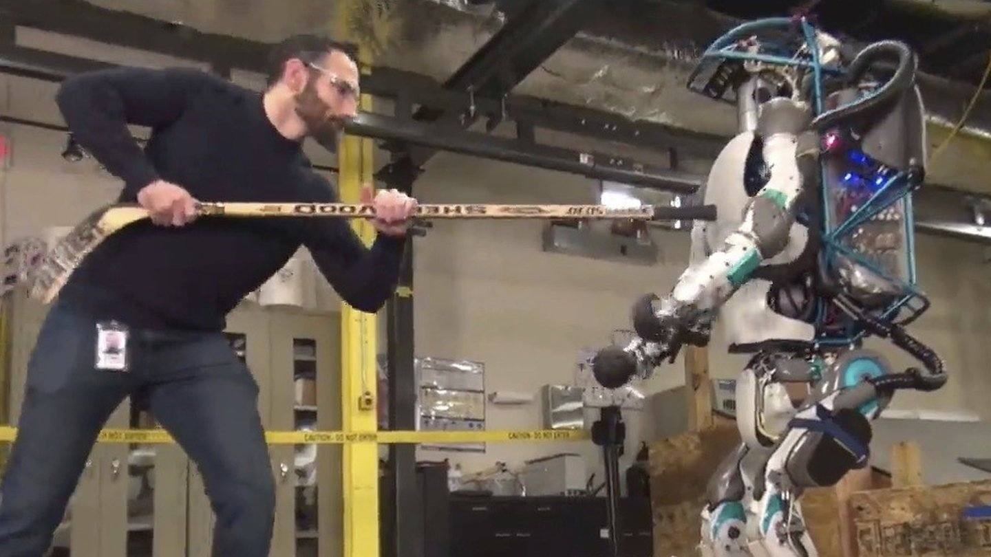 Boston robot fights against pushing