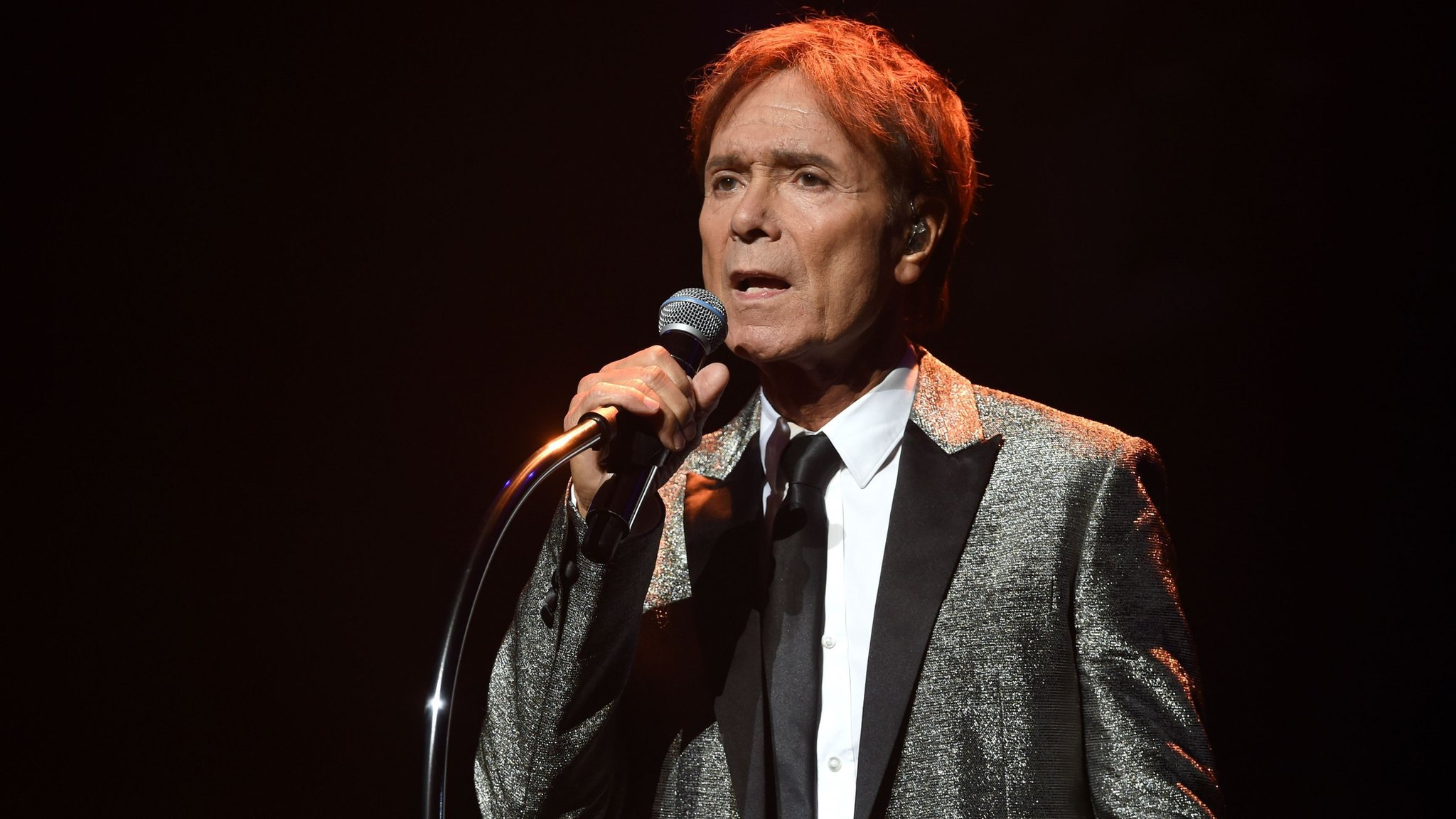 BBC News - Cliff Richard starts legal action against BBC and South Yorkshire Police