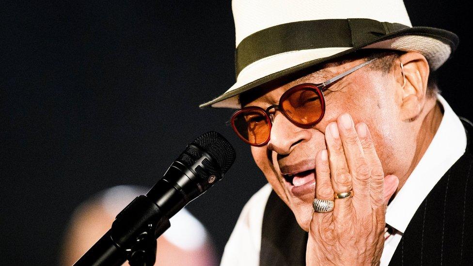BBC News - Al Jarreau: Seven-time Grammy-winning jazz singer dies at 76