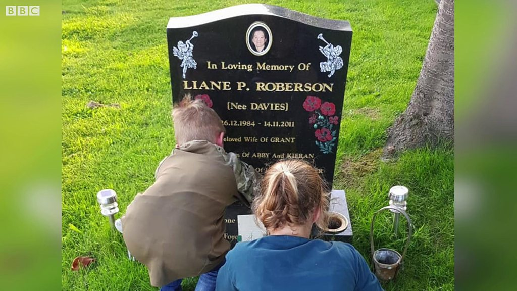 Sister shares graveside photo to encourage smear tests