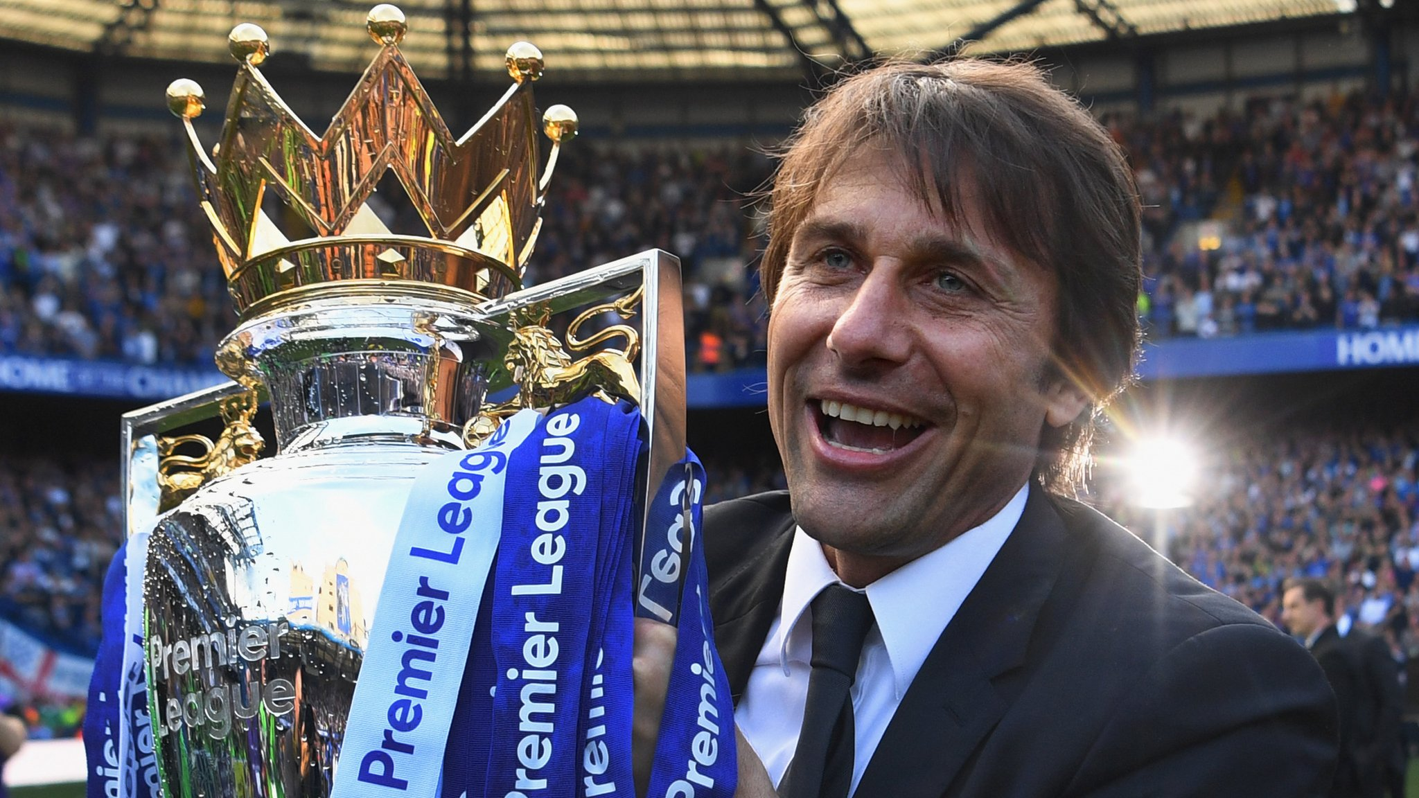 Antonio Conte: Chelsea confident boss will sign new contract