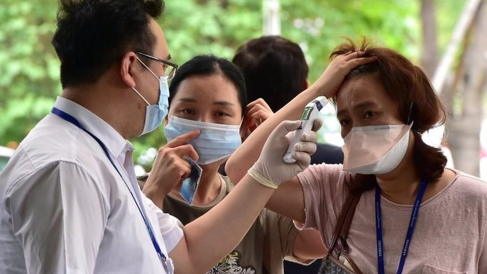 "South Korea's PM Hwang Kyo-ahn declares a ""de facto end"" to the Mers virus outbreak, after no new infections are reported for 23 days."