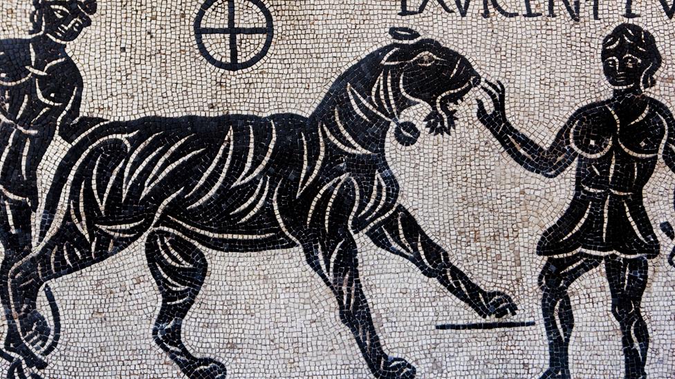 Mosaico romano de un sacrificio cristiano en el Coliseo