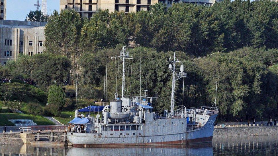 El USS Pueblo anclado en Pyongyang