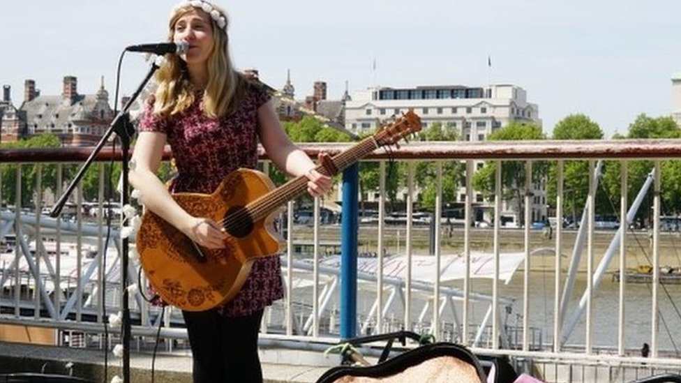 Busking goes cashless with 'a world first' for London