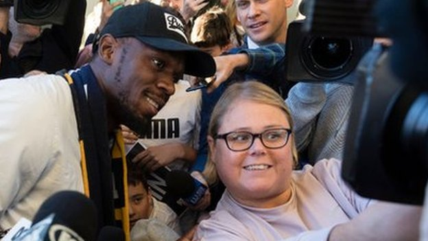 Usain Bolt: Fans gather for sprinting legend in Australia   BBC