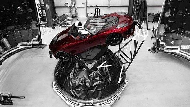 Ракета Ілона Маска готова відправити на Марс його авто