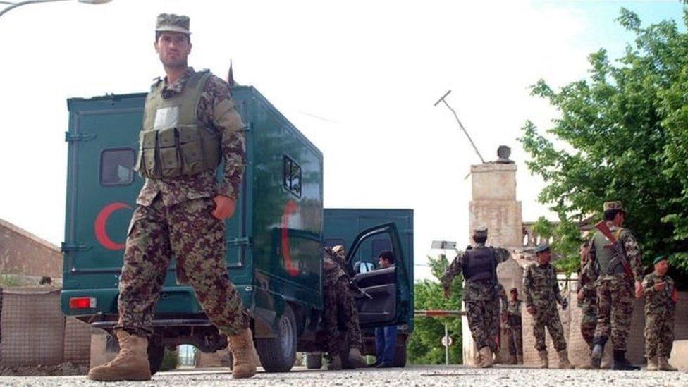 جنود التقطت صورهم في أفغانستان في أبريل الماضي