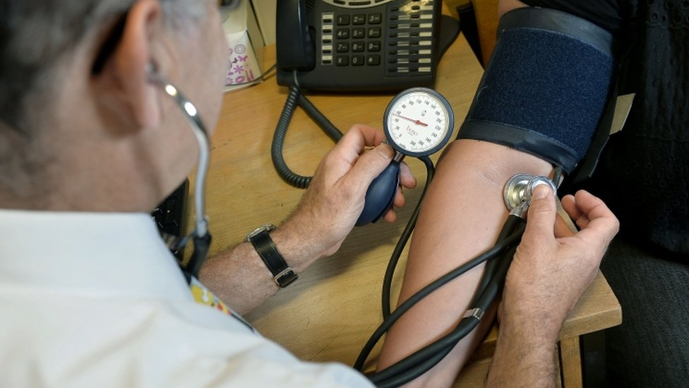 Referral centres cause 'dangerous' NHS delays, BMA warns