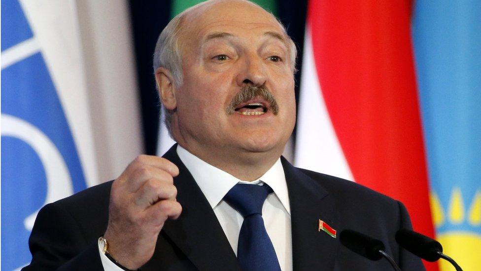 Лукашенко в Киеве: на танке или на тракторе?