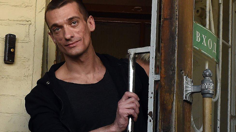 Художник Павленський підпалив Банк Франції в Парижі