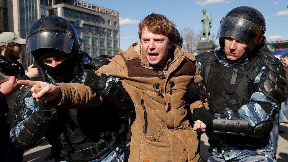 Cientos de manifestantes han sido detenidos en la capital.