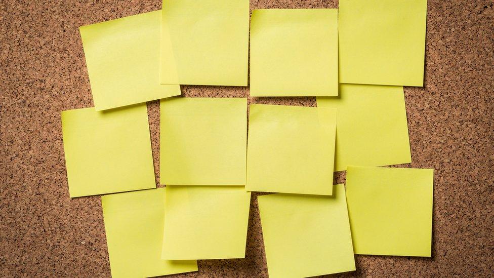 Notas post-it vacías. Foto de Artisteer - Getty Images