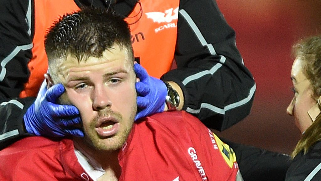 Rob Evans: Scarlets boss Pivac fears for Wales prop's head injury