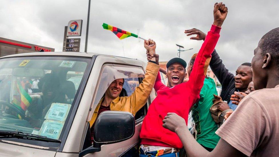 Zimbabwe: Robert Mugabe từ chức tổng thống