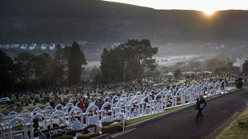 Aberfan disaster: 50th anniversary marked with silence