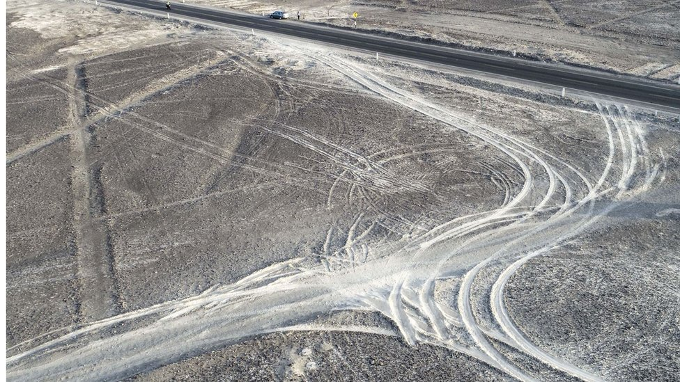 El camión causó daños a tres de las milenarias figuras.