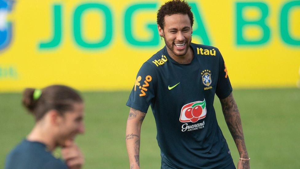 Neymar perd le brassard de capitaine du Brésil pour la Copa america
