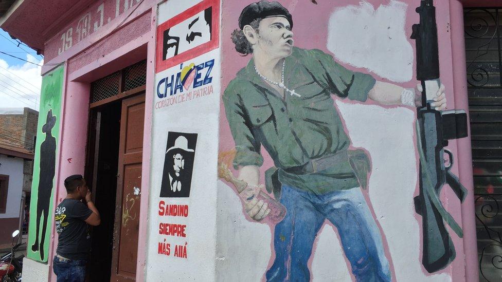 Mural del hombre molotov en Somoto, Nicaragua.