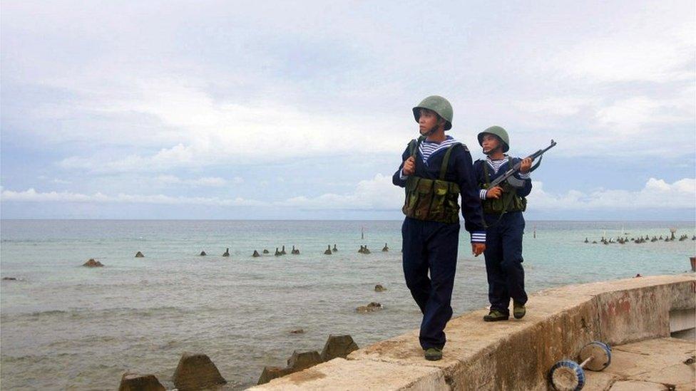 越南士兵在南沙群島巡邏。