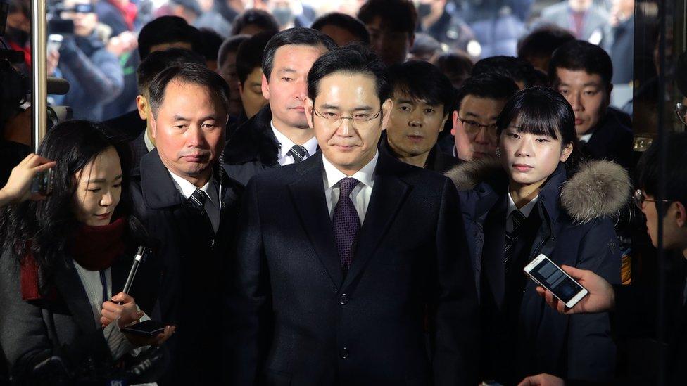 Спадкоємця імперії Samsung звільнили з в'язниці